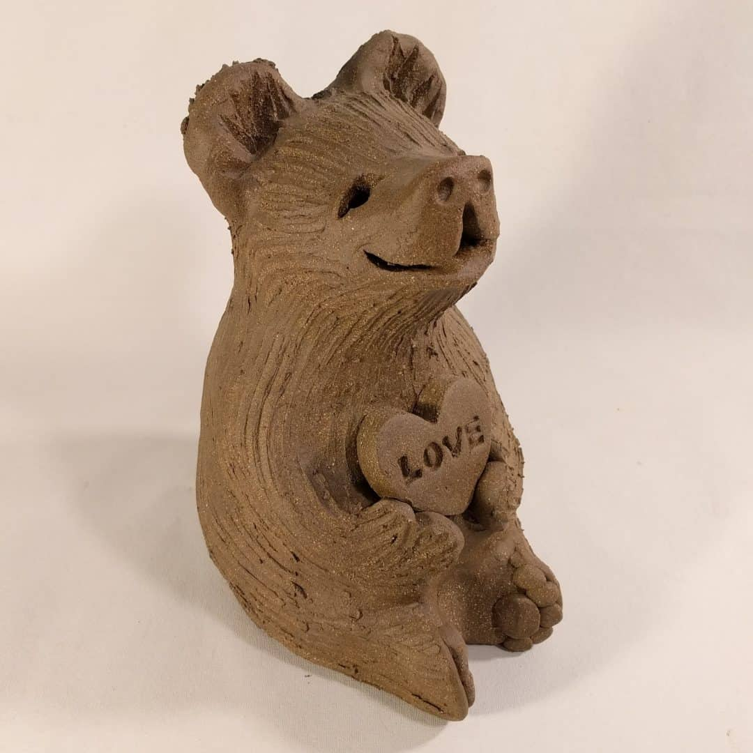 bear_holding_love_heart_whitespace_3