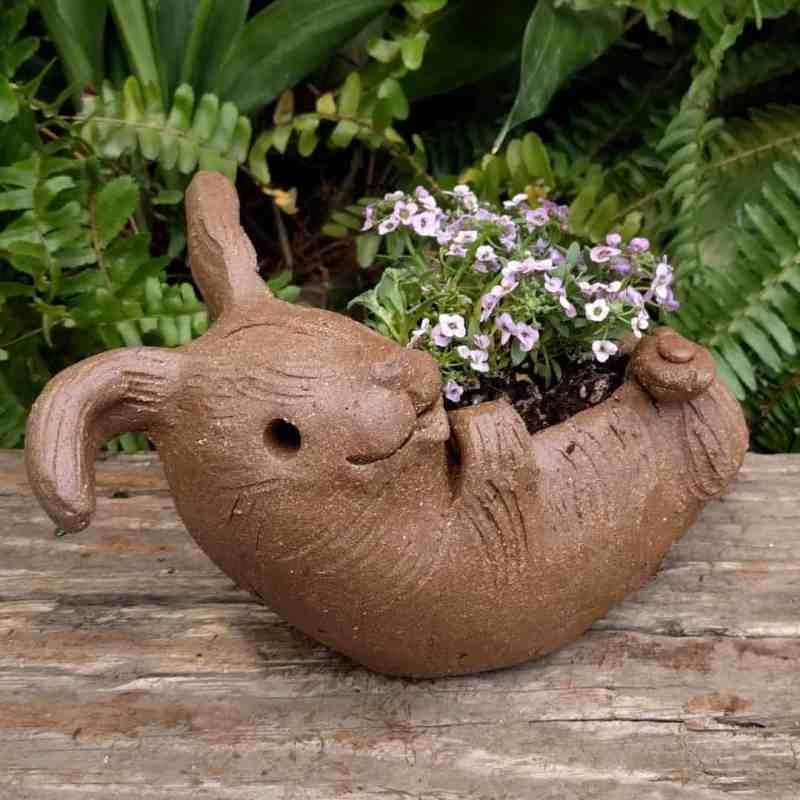 rabbit_planter_back_gren_flowers_10