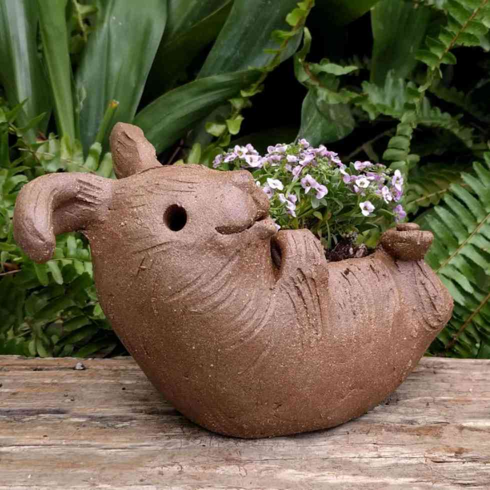 rabbit_planter_back_gren_flowers_11