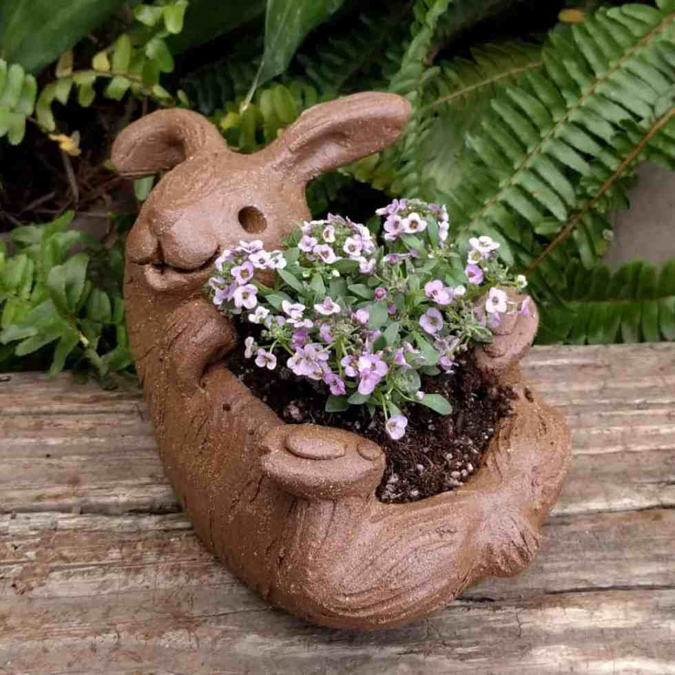 rabbit_planter_back_gren_flowers_3
