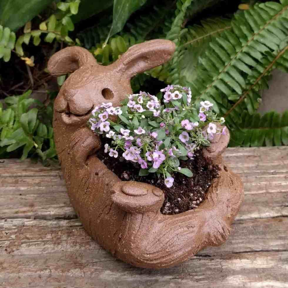 rabbit_planter_back_gren_flowers_3