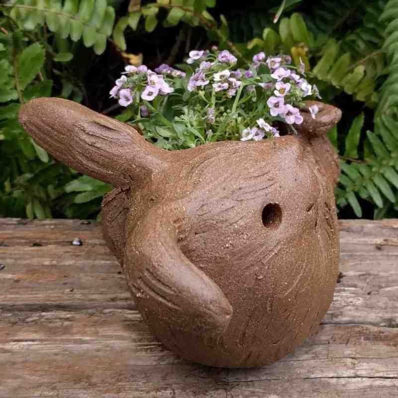 rabbit_planter_back_gren_flowers_9