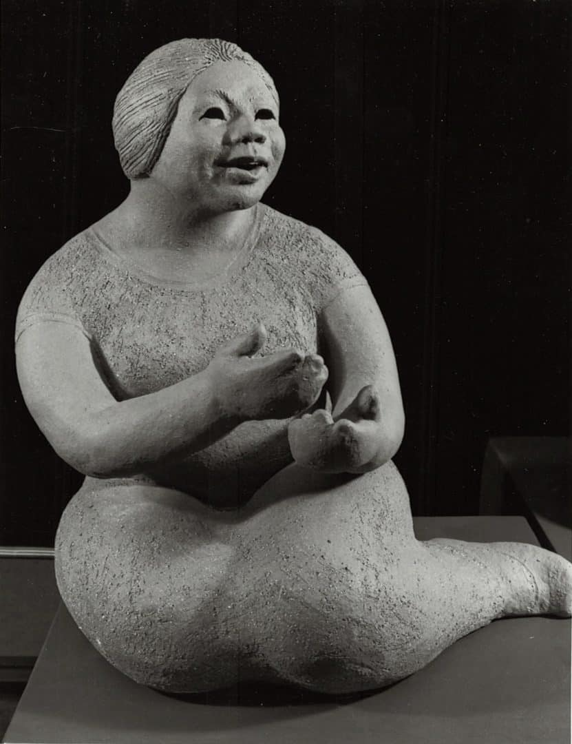 guatemalan-woman-taking-margaret-hudson-scultpure