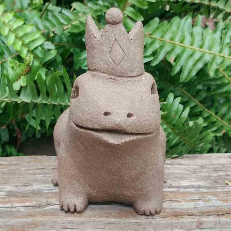 clay-frog-prince-1024px-garden-figurine-by-margaret-hudson-earth-arts-studio-7