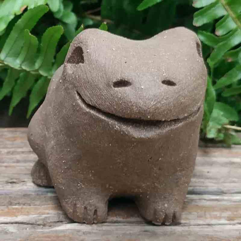 clay-medium-frog-1024-outdoor-figurine-by-margaret-hudson-earth-arts-studio-4