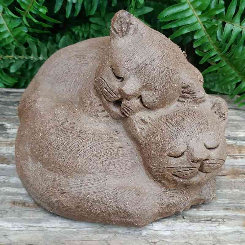 stoneware-cuddling-cats-outdoor-statue-by-margaret-hudson-earth-arts-studio-7