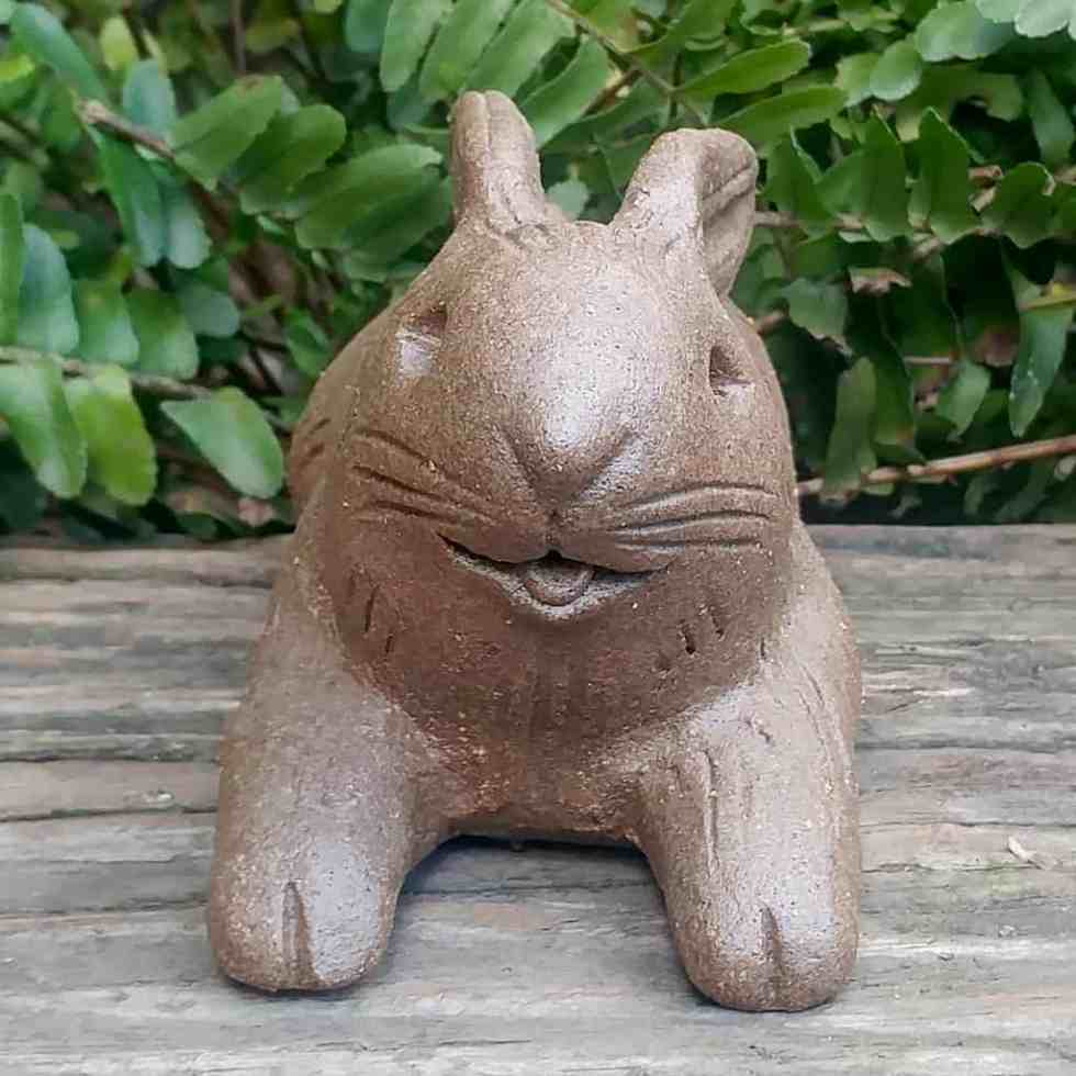 stoneware-floppy-rabbit-1024×1024-garden-statue-by-margaret-hudson-earth-arts-studio-0