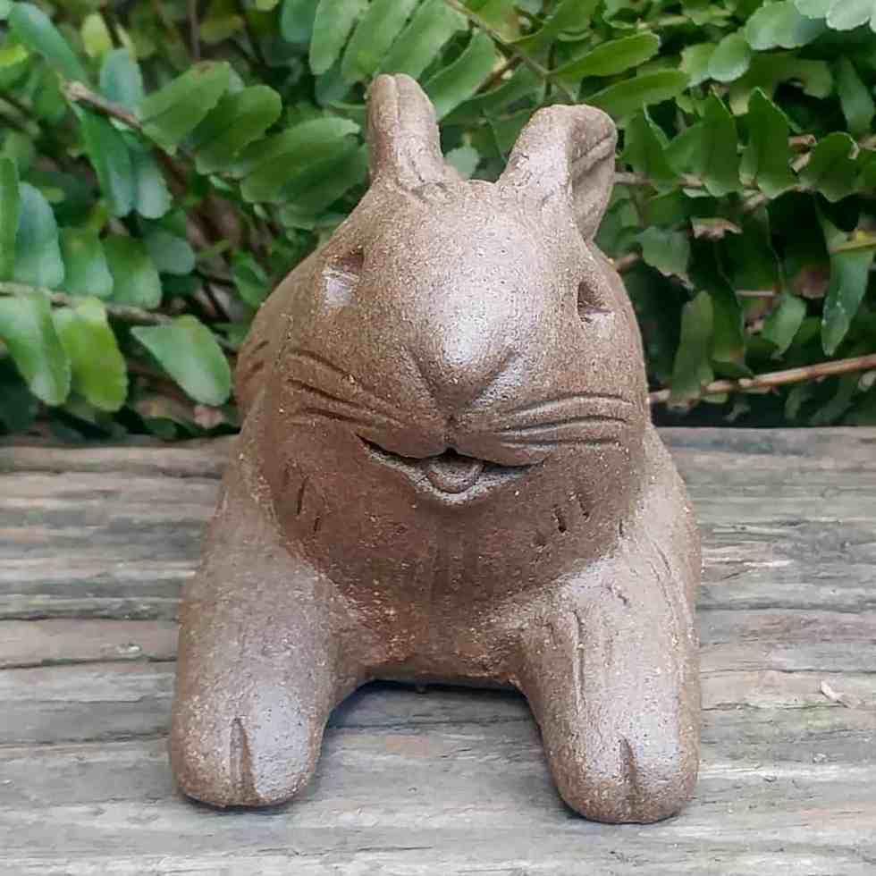 stoneware-floppy-rabbit-1024×1024-garden-statue-by-margaret-hudson-earth-arts-studio-0