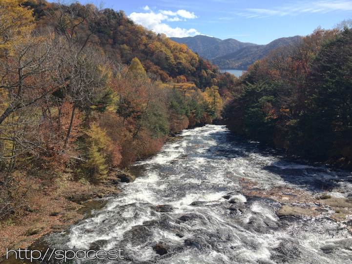 Autumn Leaves at Ryuzu waterfall are past their peak and pretty much finished.