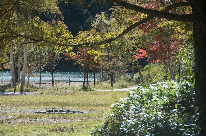 Lake Yu (yunoko) autumn foliage