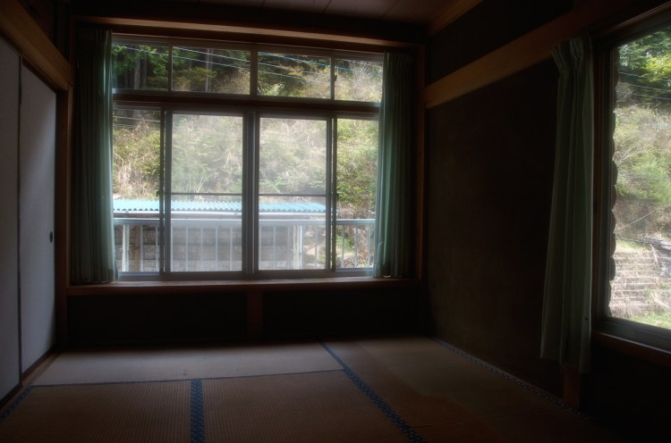 Private 2 Person Japanese style tatami room with futons (door lock)