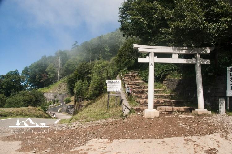 hiking nantai mountain-5