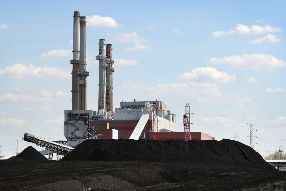 The coal-fired Will County Electric Generating Station in Romeoville, IL, in 2019.