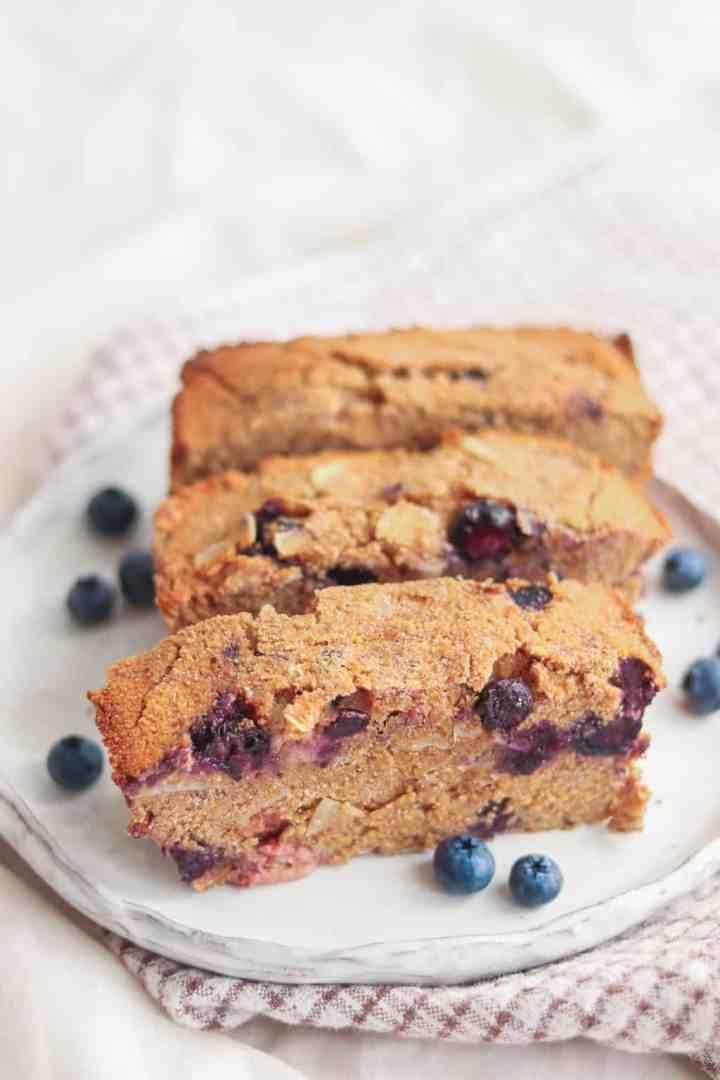 Vegan and gluten-free breakfast polenta cake with blueberries