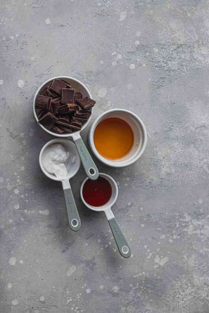 Molten chocolate sauce ingredients