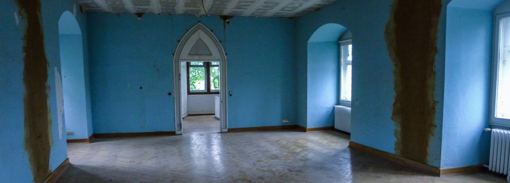 Picture of the blue salon.