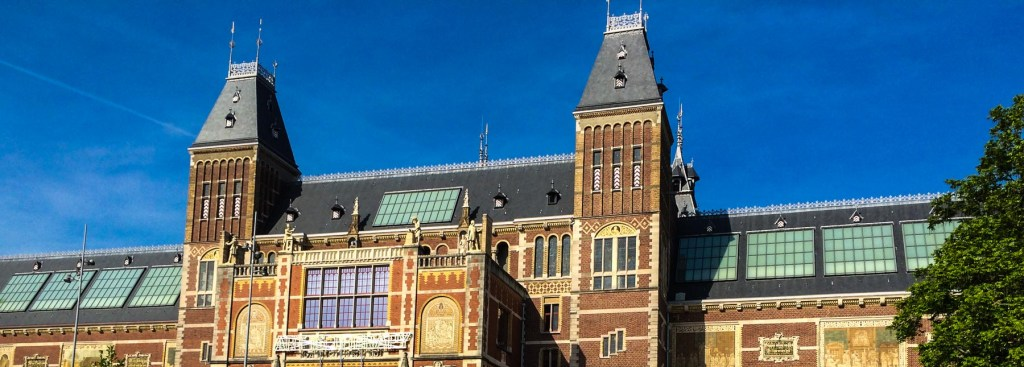 Picture of the outside of the Rijksmuseum.