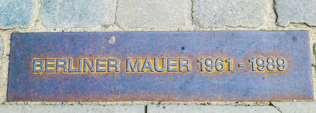 A picture of a Berlin Wall marker.