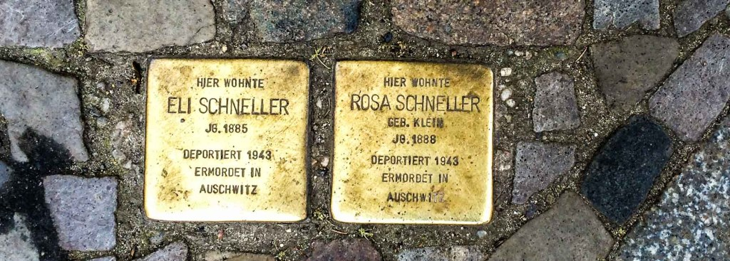 Picture of two Stolpersteine.