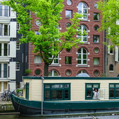 Houseboat in Amsterdam a useful travel resource.