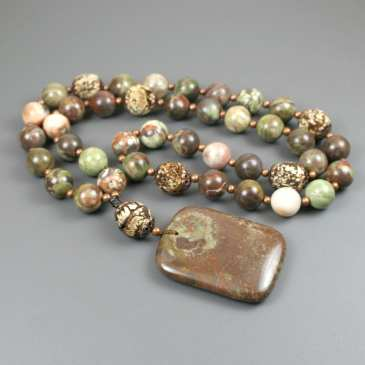 Gratitude beads in sierra agate and mahogany tree seed