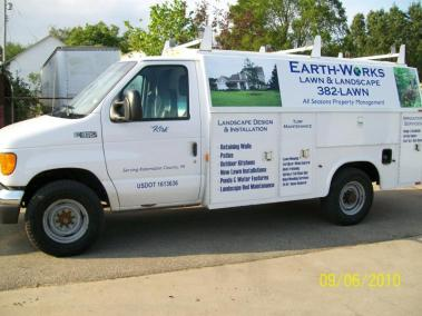 Fertilizer & Weed Control by Earth Works