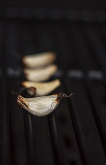 Grilling garlic cloves