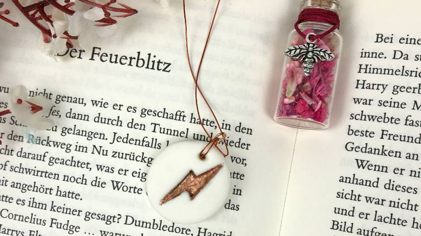 do it yourself Harry Potter clay necklace #claynecklace #harrypotter #diy #crafts