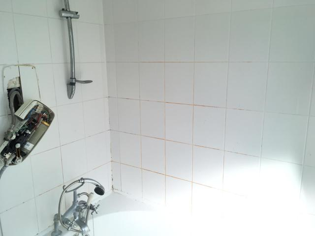 Ceramic Tiled Shower Bath Tiles Before Cleaning Bow