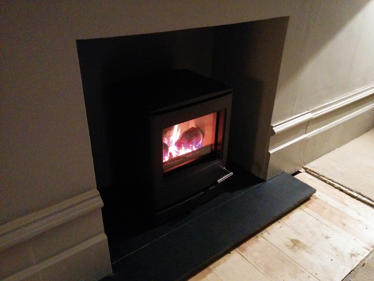New living room fireplace with gas stove - cosy!