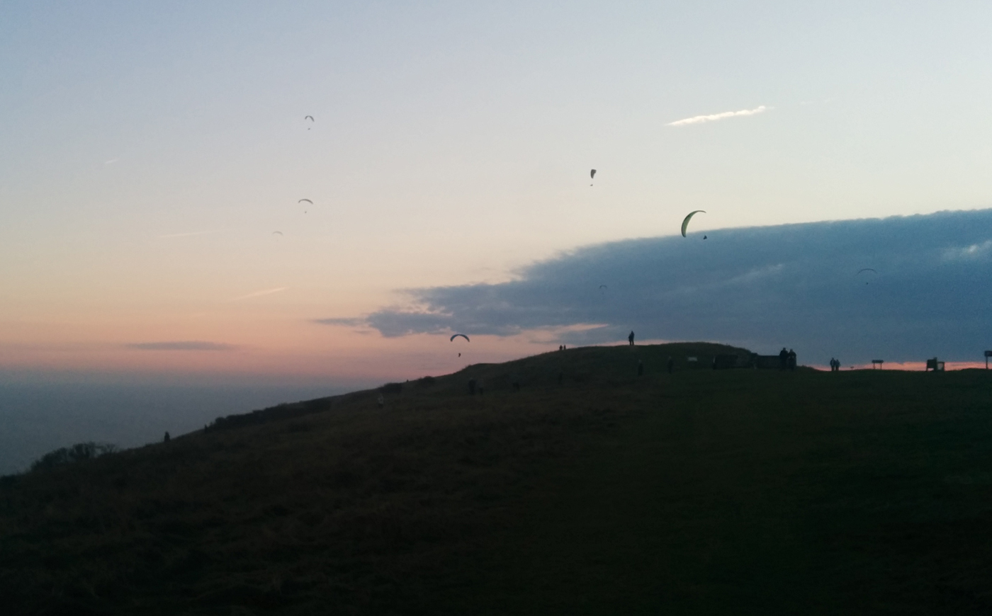 Paragliders still out