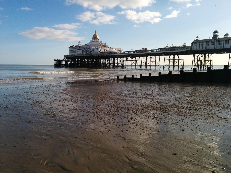 eastbourne pier low tide