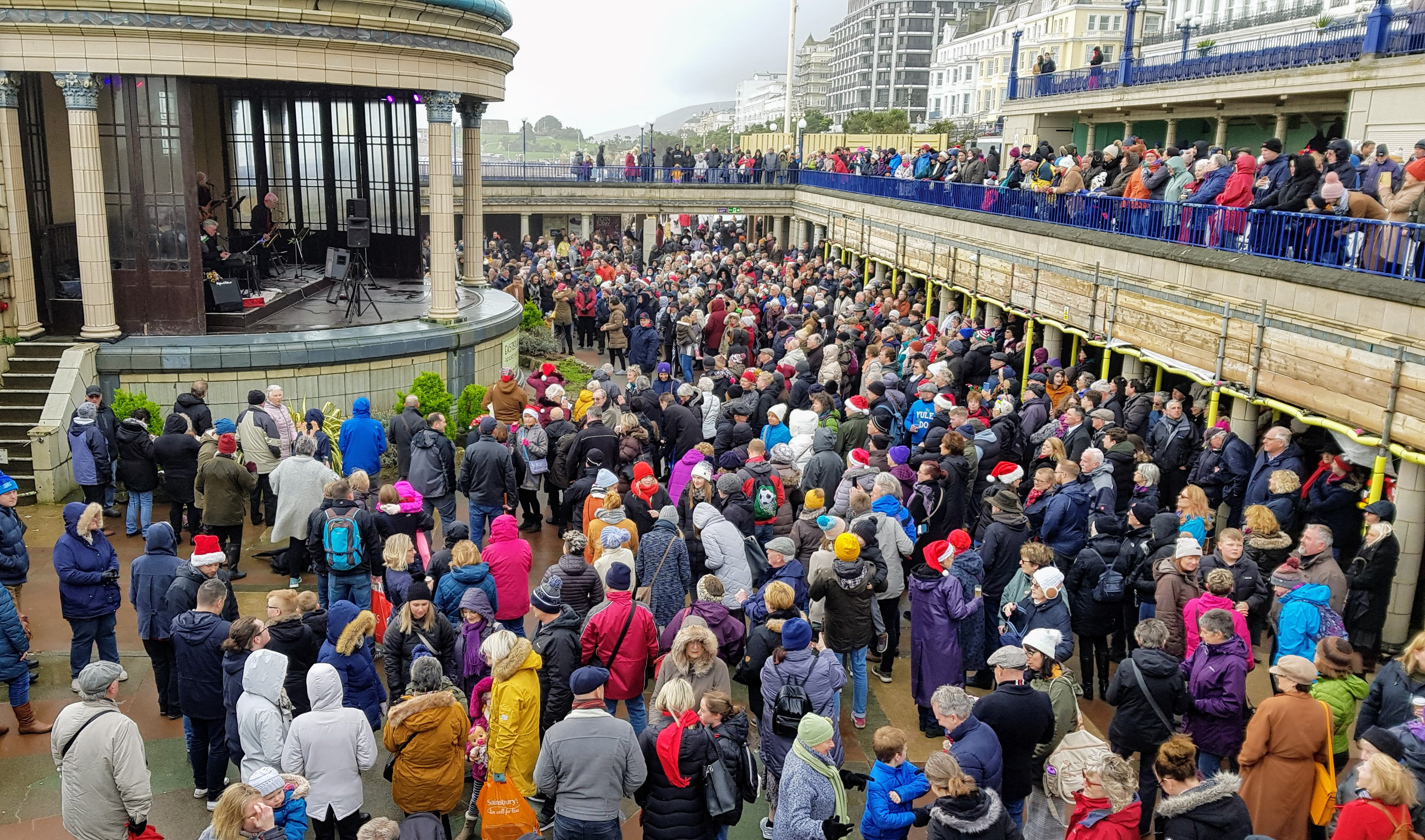 crowd at Eastbourne Bandstand