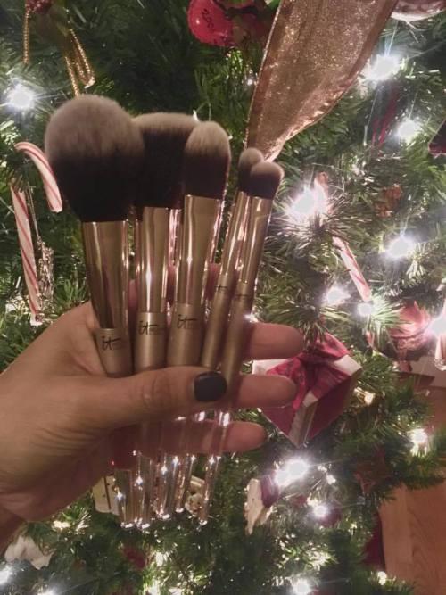 Christmas gits, it Cosmetics