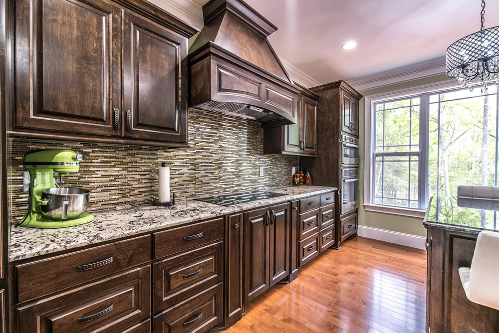 Kitchen Granite Image Galleries for Inspiration on Backsplash For Black Granite Countertops And Brown Cabinets  id=96216