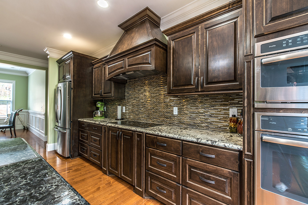 Kitchen Granite Image Galleries for Inspiration on Backsplash For Black Granite Countertops And Brown Cabinets  id=32806