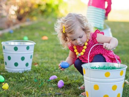 http://ourfamily2yours.com/wp-content/uploads/2014/04/Original_Kim-Stoegbauer-Easter-Egg-Decorating-Party-Egg-Hunt-Girl4_s4x3_lg.jpg