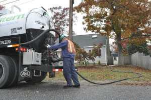 vacuum excavation enchanced fluid recovery