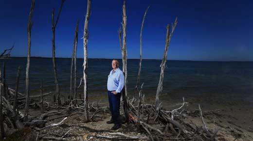 Ross Scott fears high salinity is killing lake plants.Photo-Wayne-Taylor.