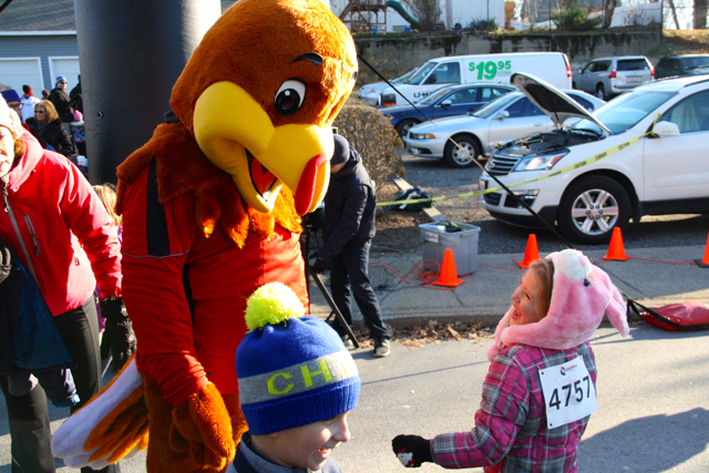 Turkey Trot Runners Undaunted by Freezing Temps