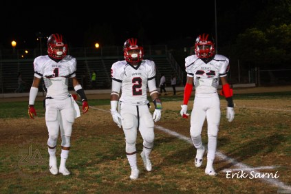 #1 Washington, #2 Thompson, and #24 Findley come off field to prepare for opening kickoff.