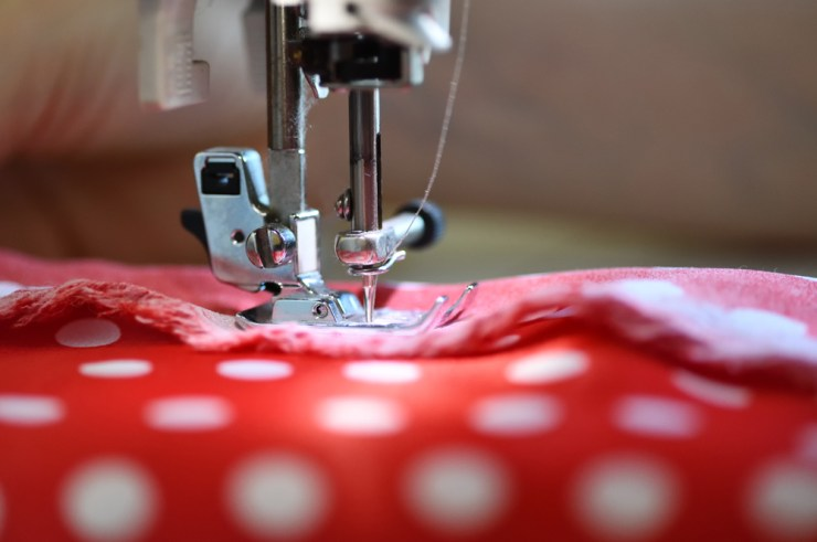 The sewing machine and item of clothing