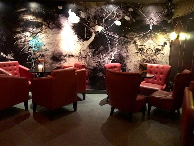 cocktail bar near monument