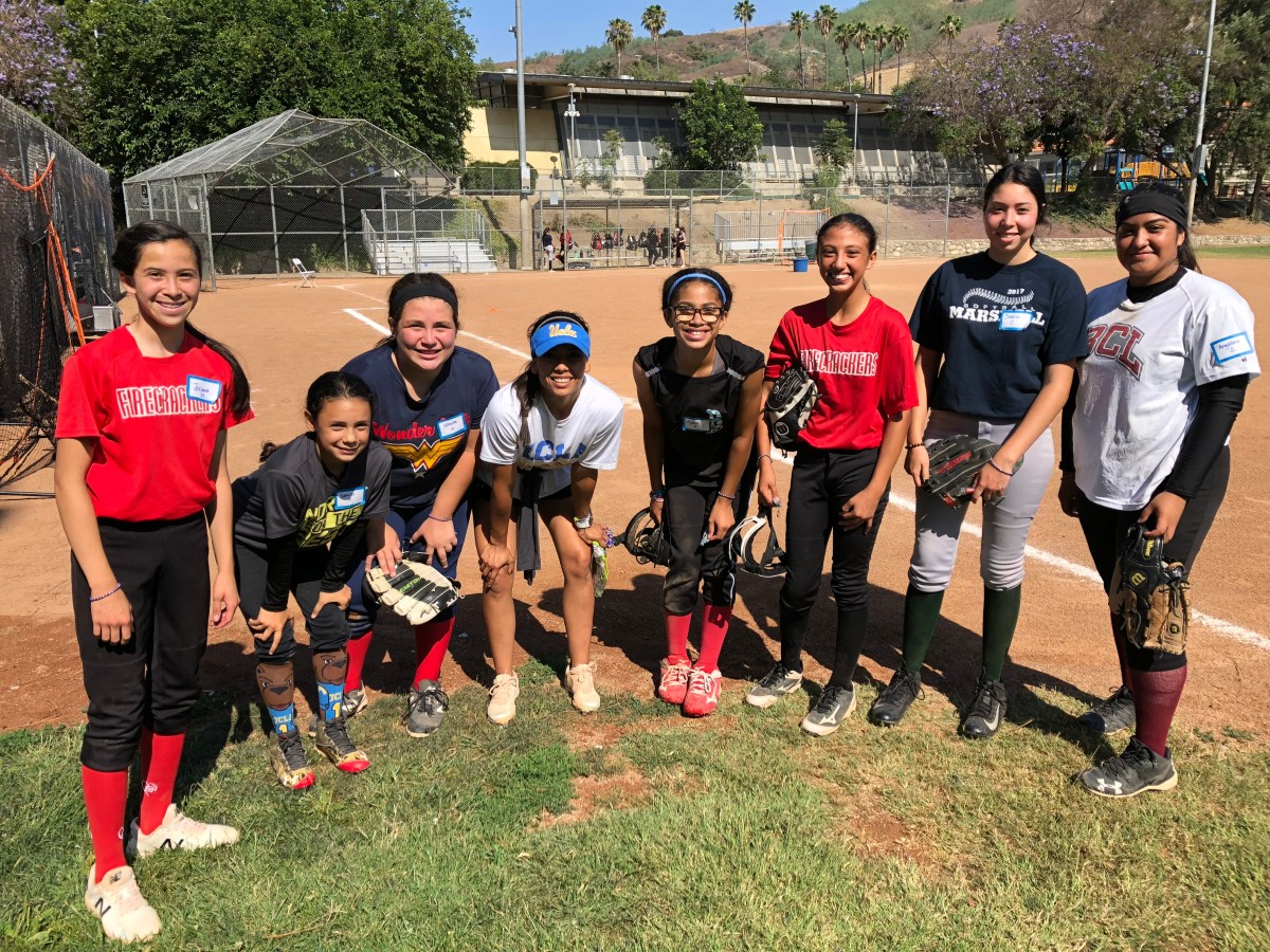 Jelly Felix Hosts No Days Off Softball Clinic in El Sereno