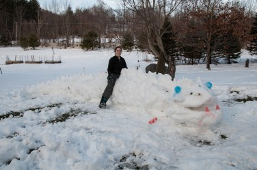 Yesterday's wet snow made for perfect snow-dragon making. Emma & Taylor went to work...