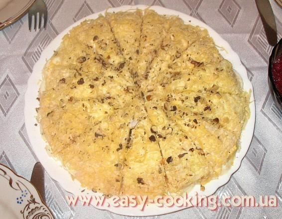 Рецепт французского салата с яблоками, яйцами, сыром и орехами
