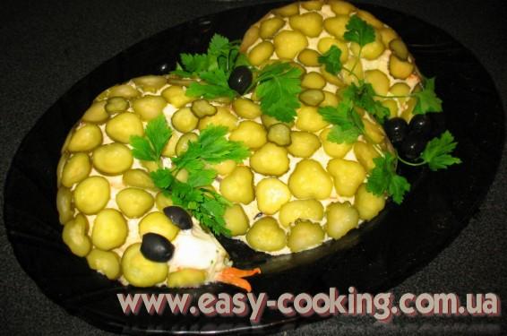 Новогодний слоеный салат с куриным филе - Рецепты салатов на кулинарном блоге Катрусина кухня