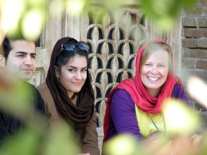 Ali ja Nilafour, Sohvasurffaamalla tutustuu ihmisiin.