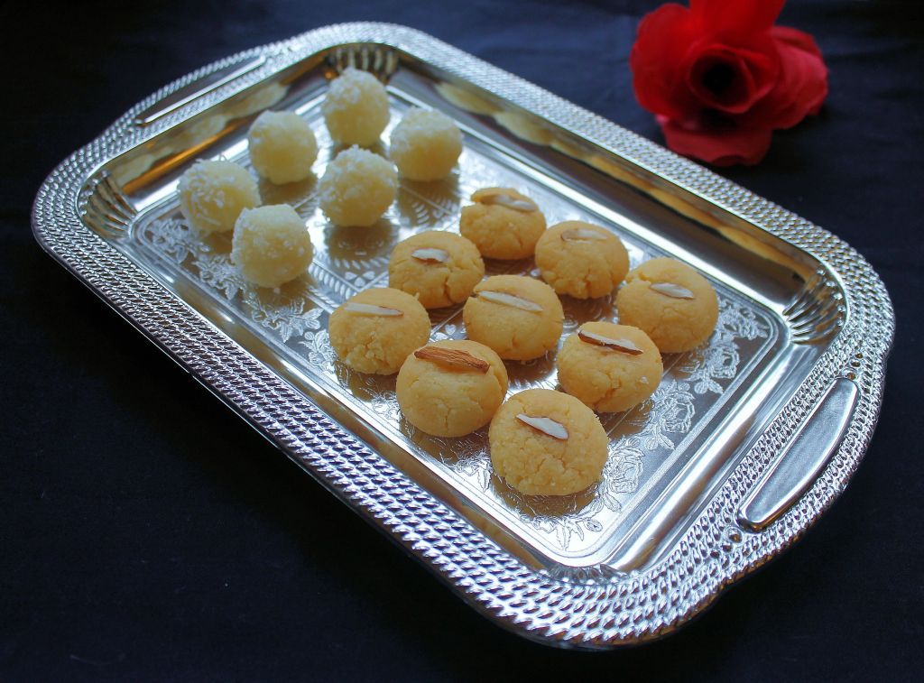 3 min diwali sweets - peda and coconut laddu
