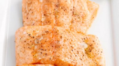 Close up picture of the finished baked salmon fillets.